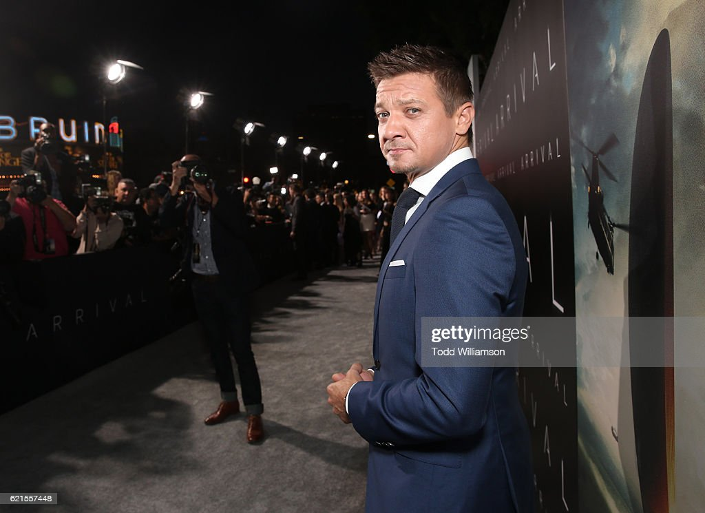 """Premiere Of Paramount Pictures' """"Arrival"""" - Red Carpet"""