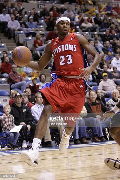 Jeremy Richardson of the Fort Wayne Mad Ants drives to the hoop against the Dakota Wizards during the DLeague game on December 13 2007 at Allen...