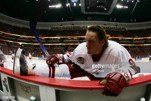 Jeremy Roenick of the Phoenix Coyotes stretches before the game against the Anaheim Ducks at the Honda Center on November 3 2006 in Anaheim...