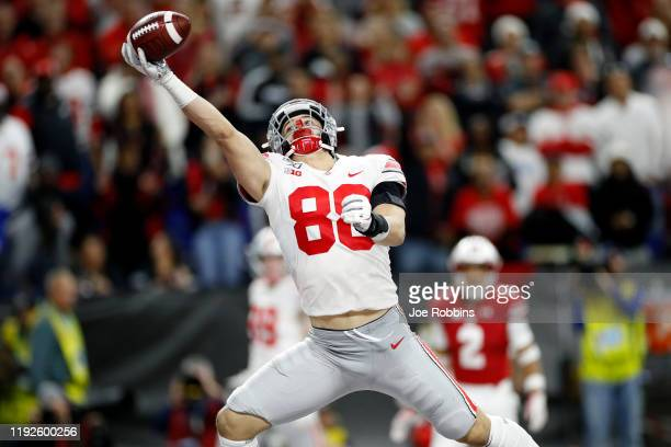 Jeremy Ruckert of the Ohio State Buckeyes makes a onehanded 16yard touchdown reception against the Wisconsin Badgers in the third quarter of the Big...