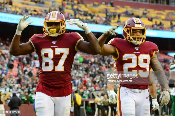 Jeremy Sprinkle of the Washington Redskins celebrates with Derrius Guice after scoring touchdown in the second half against the New York Jets at...