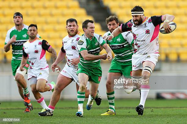 Jeremy Thrush of Wellington makes a break during the round nine ITM Cup match between Wellington and Manawatu at Westpac Stadium on October 10 2015...