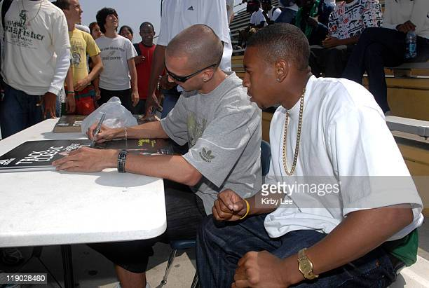 Jeremy Wariner the 2004 Olympic gold medallist in the 400 meters signs an autograph for Long Beach Poly High senior Bryshon Nellum n Long Beach Calif...