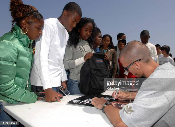 Jeremy Wariner the 2004 Olympic gold medallist in the 400 meters signs an autograph for Long Beach Poly High junior Joey Hughes in Long Beach Calif...