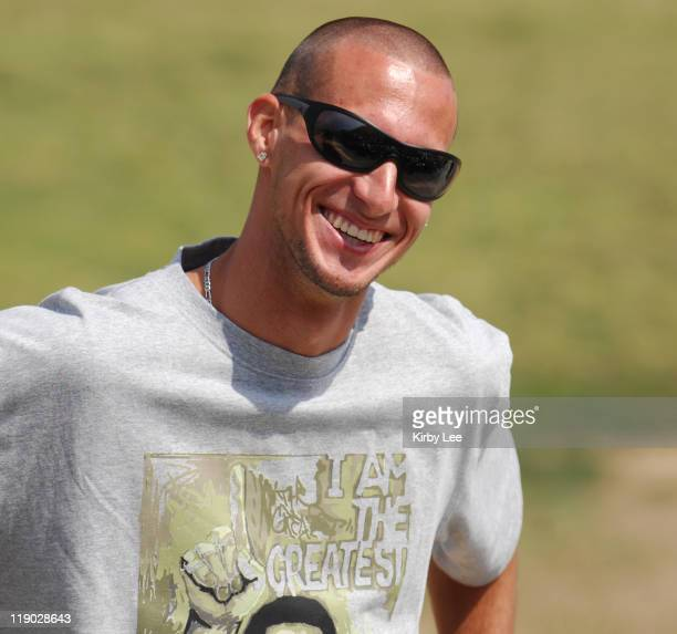 Jeremy Wariner the 2004 Olympic gold medallist in the 400 meters visits with the track team at Long Beach Poly High School in Long Beach Calif on...