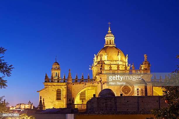 jerez de la frontera cathedral at dusk - jerez de la frontera fotografías e imágenes de stock