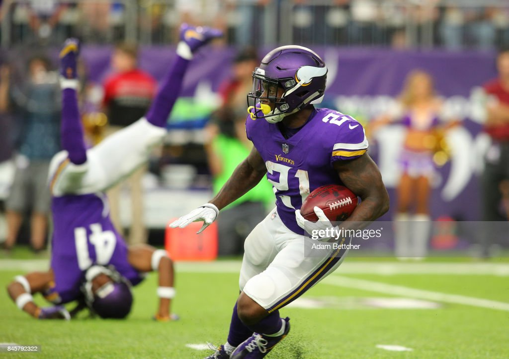 Jerick McKinnon #21 of the Minnesota Vikings carries the ball in the first quarter of the game against the New Orleans Saints on September 11, 2017 at U.S. Bank Stadium in Minneapolis, Minnesota.