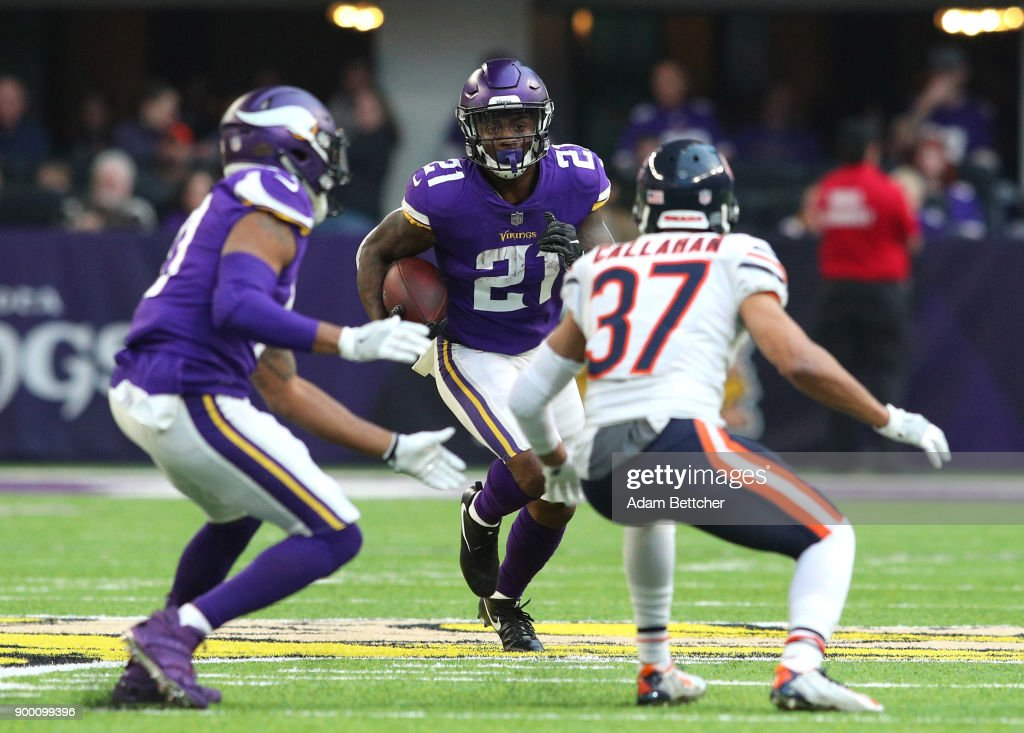 Jerick McKinnon #21 of the Minnesota Vikings runs with the ball in the second quarter of the game against the Chicago Bears on December 31, 2017 at U.S. Bank Stadium in Minneapolis, Minnesota.