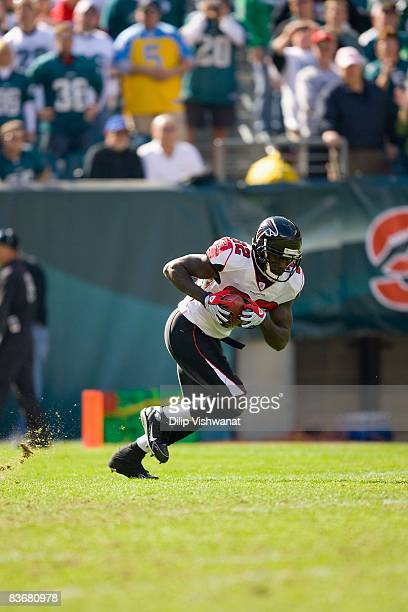 Jerious Norwood of the Atlanta Falcons returns a kick against the Philadelphia Eagles at Lincoln Financial Field on October 26, 2008 in Philadelphia,...