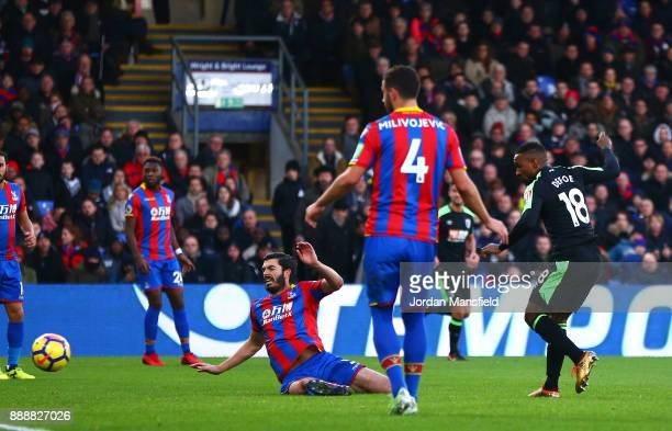 Jermain Defoe of AFC Bournemouth scores his sides first goal during the Premier League match between Crystal Palace and AFC Bournemouth at Selhurst...