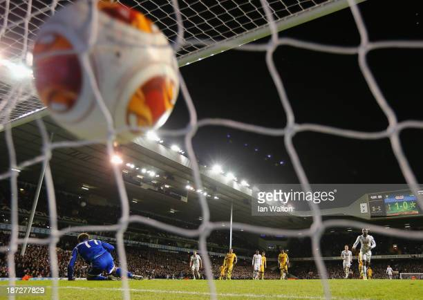 Jermain Defoe of Spurs scores their second goal from the penalty spot during the UEFA Europa League Group K match between Tottenham Hotspur FC and FC...