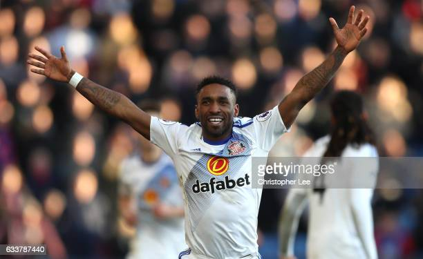 Jermain Defoe of Sunderland celebrates scoring his team's third goal during the Premier League match between Crystal Palace and Sunderland at...