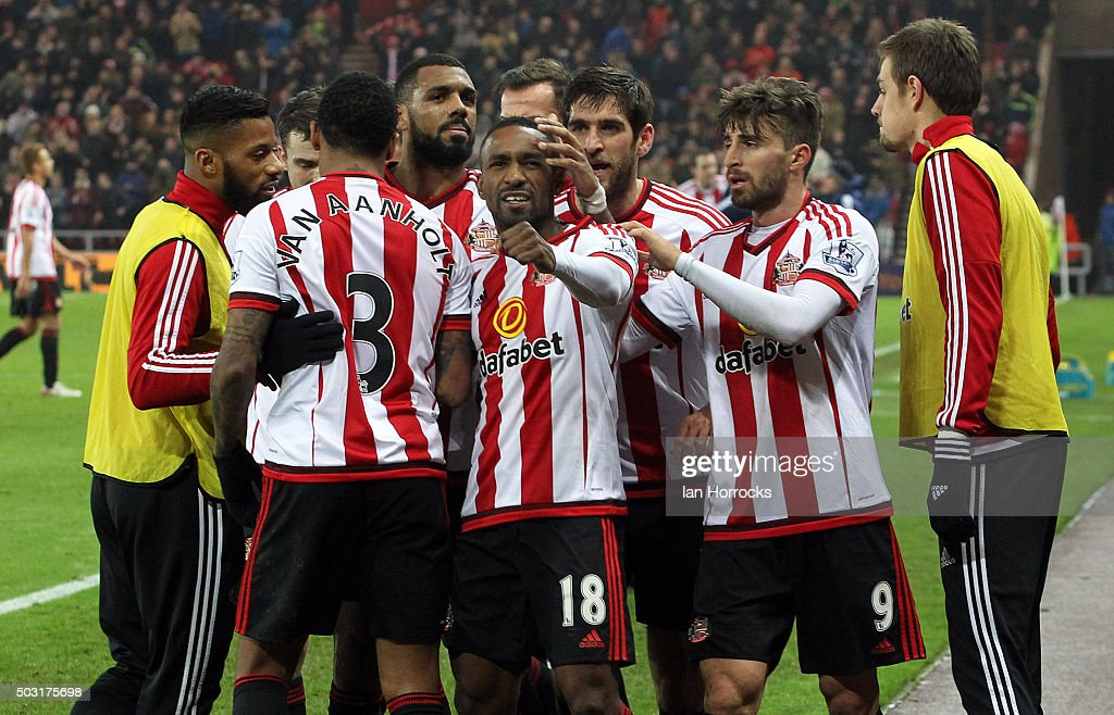 Jermain Defoe of Sunderland (C) celebrates with team-mates after he scores the second Sunderland goal during the Barclays Premier League match between Sunderland and Aston Villa at the Stadium of Light on January 02, 2016 in Sunderland, England.