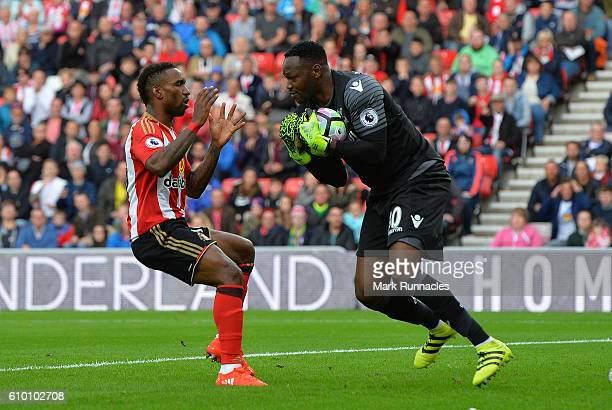 Jermain Defoe of Sunderland challenges Steve Mandanda of Crystal Palace during the Premier League match between Sunderland FC and Crystal Palace FC...