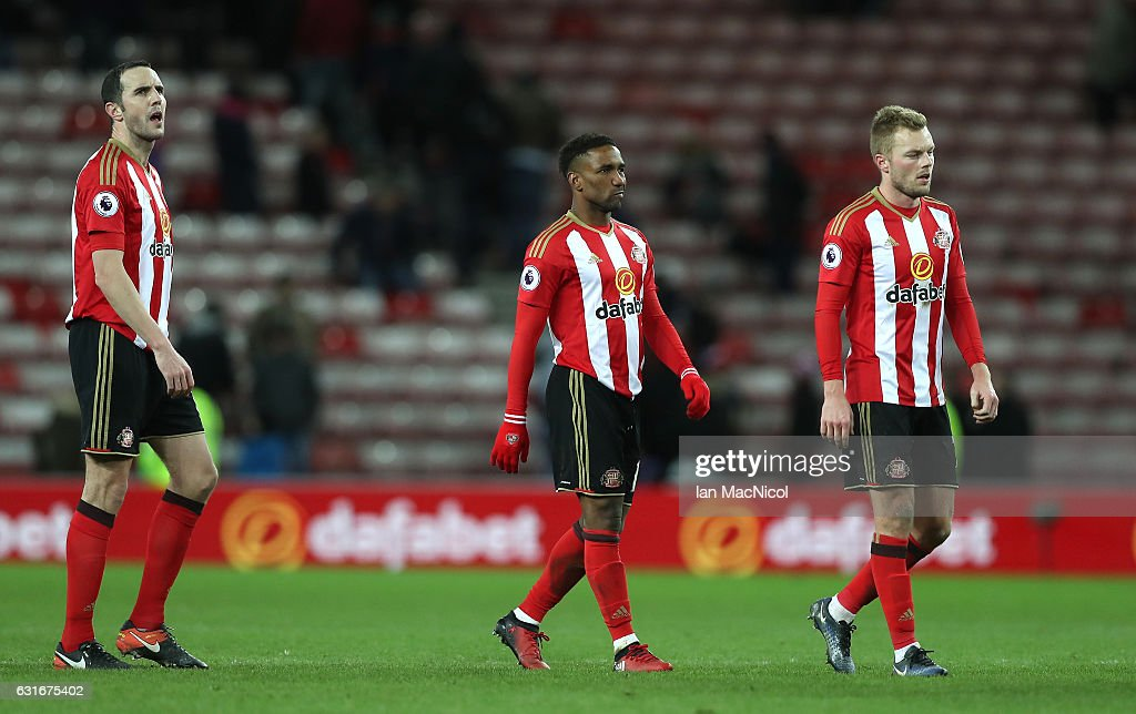 Jermain Defoe of Sunderland (C) is dejected after the Premier League match between Sunderland and Stoke City at Stadium of Light on January 14, 2017 in Sunderland, England.