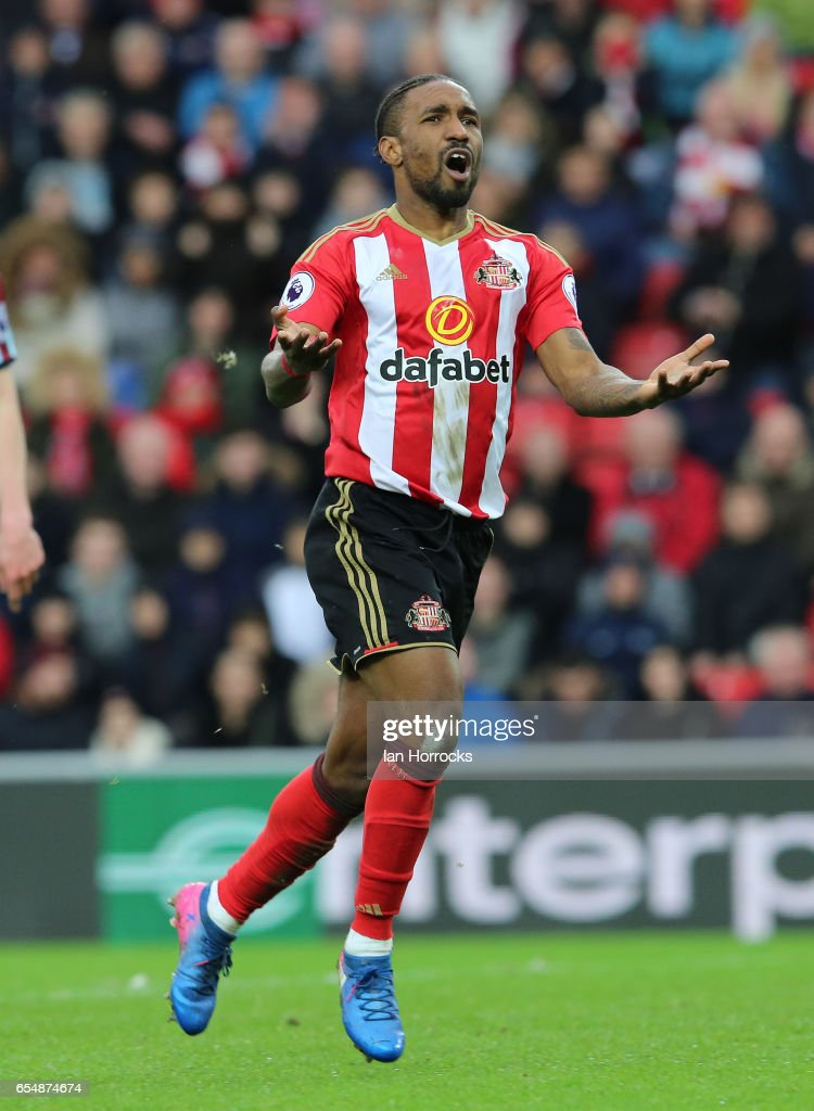 Jermain Defoe of Sunderland just misses out on a chance during the Premier League match between Sunderland and Burnley at Stadium of Light on March 18, 2017 in Sunderland, England.