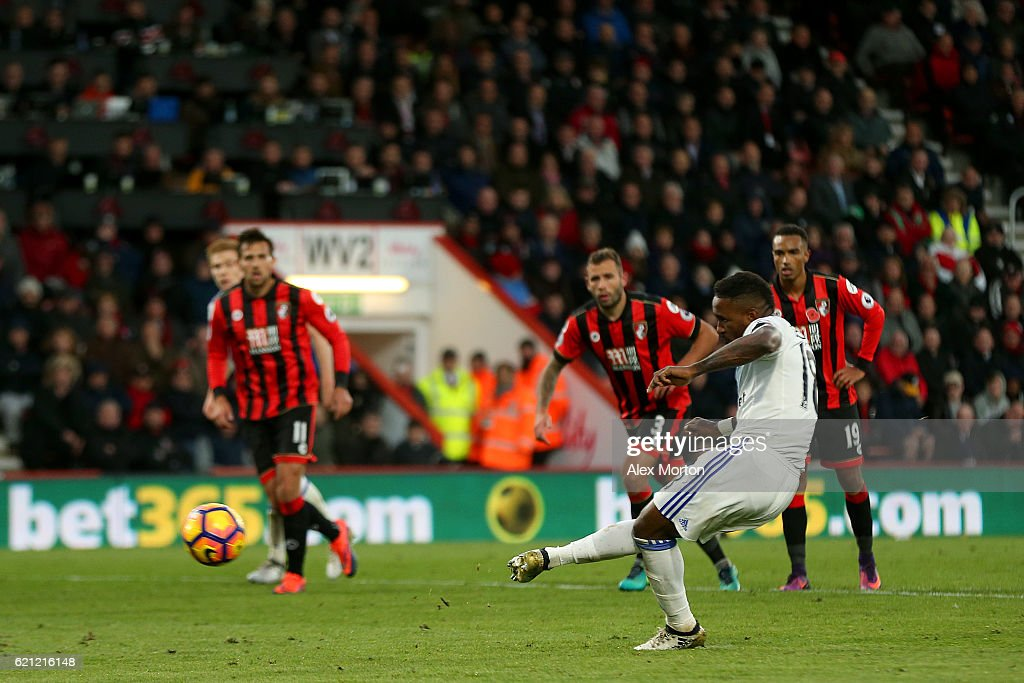 Jermain Defoe of Sunderland scores his sides second goal from the penalty spot during the Premier League match between AFC Bournemouth and Sunderland at Vitality Stadium on November 5, 2016 in Bournemouth, England.