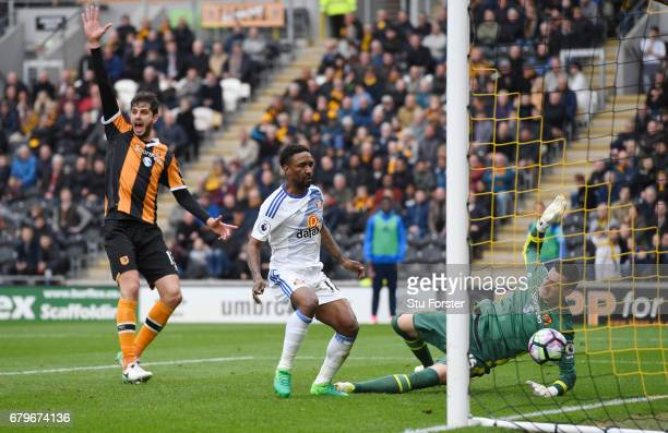 Jermain Defoe of Sunderland scores his sides second goal past Eldin Jakupovic of Hull City as Andrea Ranocchia of Hull City appeals for offside...