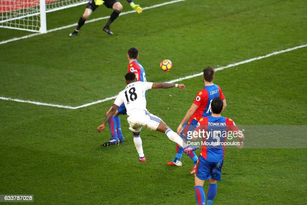 Jermain Defoe of Sunderland scores his sides third goal during the Premier League match between Crystal Palace and Sunderland at Selhurst Park on...