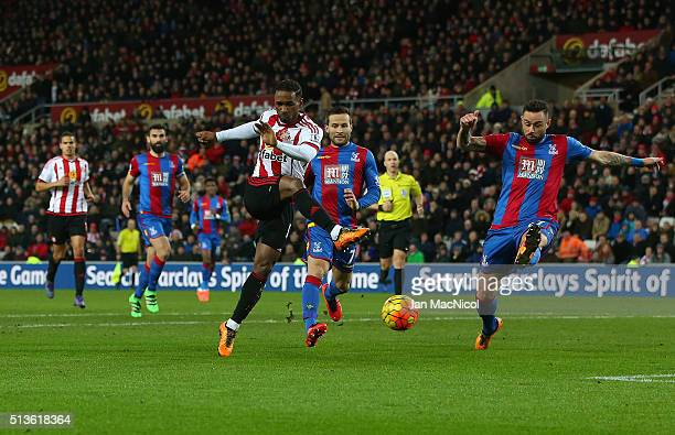 Jermain Defoe of Sunderland shoots at goal during the Barclays Premier League match between Sunderland and Crystal Palace at The Stadium of Light on...