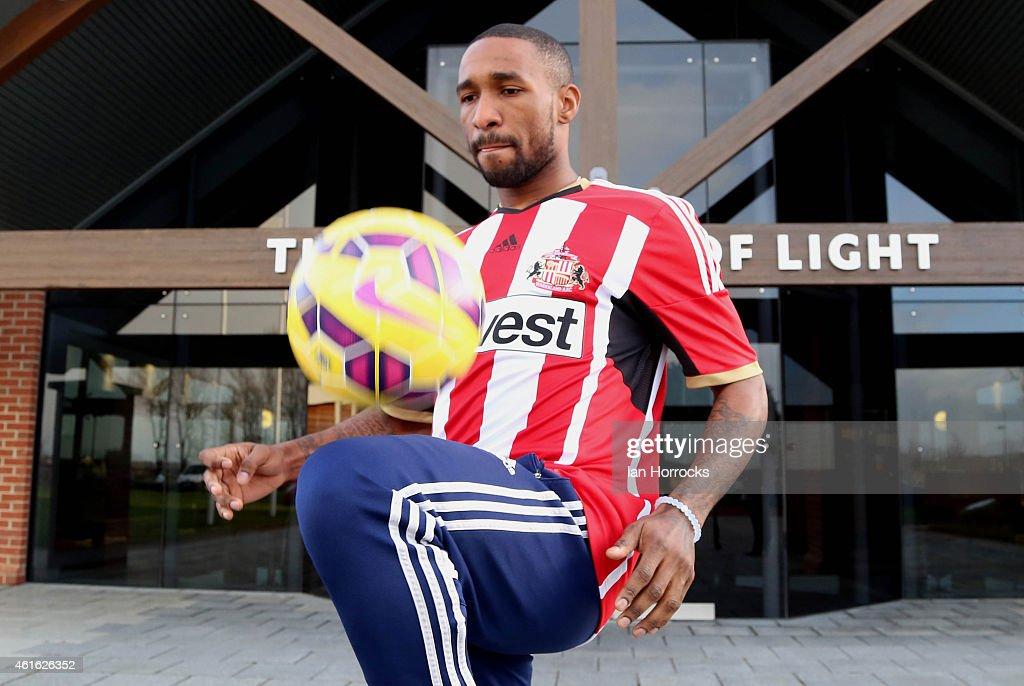 Sunderland Unveil New Signing Jermain Defoe : News Photo