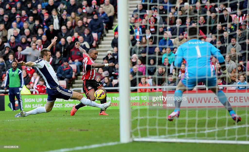 Jermaine Defoe of Sunderland (C) shoots at goal during the Barclays Premier League match between Sunderland and West Bromwich Albion at the Stadium of Light on February 21, 2015 in Sunderland, England.