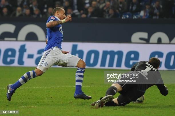 Jermaine Jones of Schalke misses a chance at goal against goalkeeper Jaroslav Drobny of Hamburg during the Bundesliga match between FC Schalke 04 and...