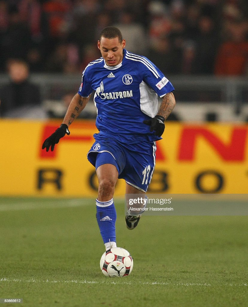 Jermaine Jones of Schalke runs with the ball during the Bundesliga match between VfB Stuttgart and Schalke 04 at the Mercedes Benz Stadium on November 30, 2008 in Stuttgart, Germany.