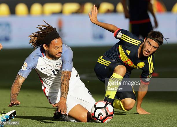 Jermaine Jones of United States and Sebastian Perez of Colombia go for the ball during the 2016 Copa America Centenario Group match between the...