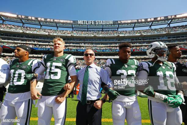 Jermaine Kearse, Josh McCown, Jamal Adams, ArDarius Stewart and Christopher Johnson CEO of the New York Jets stand in unison with his team during the...
