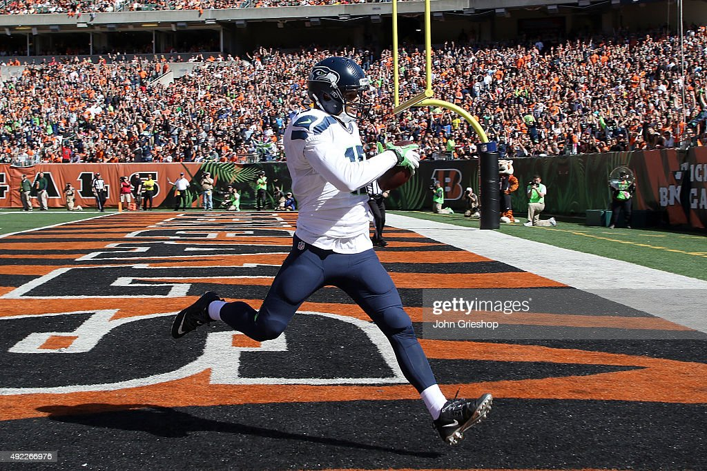 Jermaine Kearse #15 of the Seattle Seahawks catches a 30 yard pass for a touchdown during the first quarter of the game against the Cincinnati Bengals at Paul Brown Stadium on October 11, 2015 in Cincinnati, Ohio.