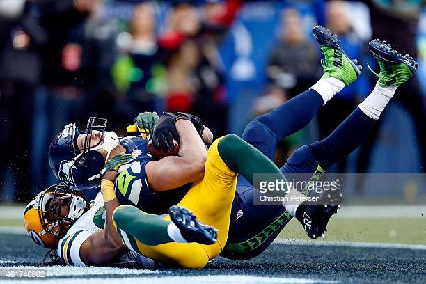 Jermaine Kearse of the Seattle Seahawks catches a 35 yard game-winning touchdown in overtime against the Green Bay Packers during the 2015 NFC...