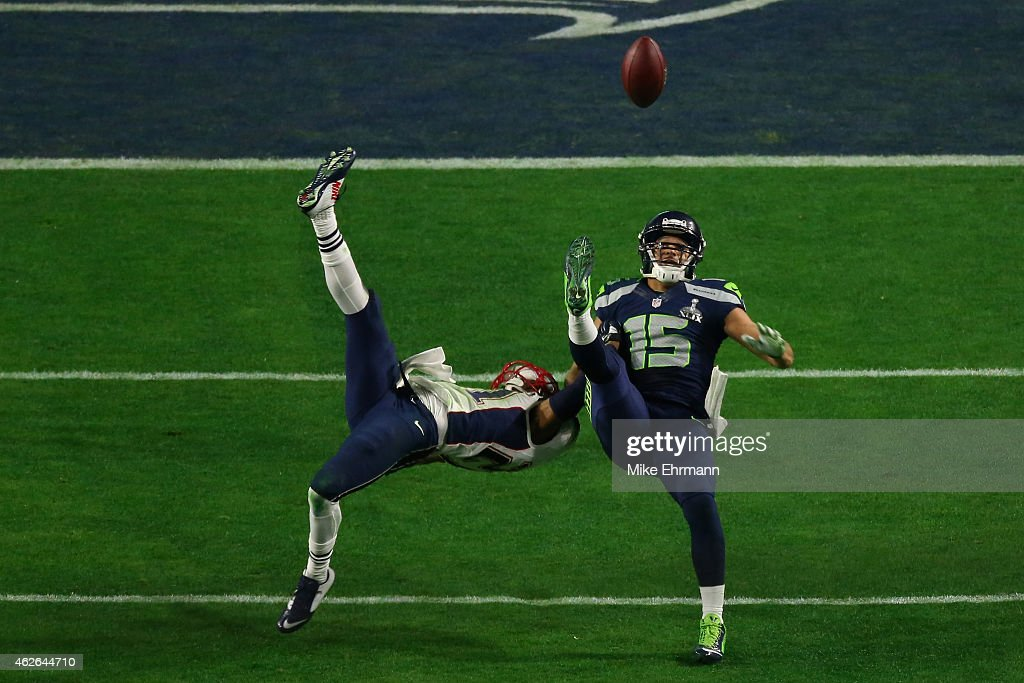 Jermaine Kearse #15 of the Seattle Seahawks makes a catch against Malcolm Butler #21 of the New England Patriots in the fourth quarter during Super Bowl XLIX at University of Phoenix Stadium on February 1, 2015 in Glendale, Arizona.