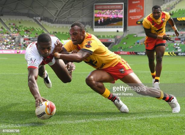 Jermaine McGillvary of England scores a try during the 2017 Rugby League World Cup Quarter Final match between England and Papua New Guinea Kumuls at...