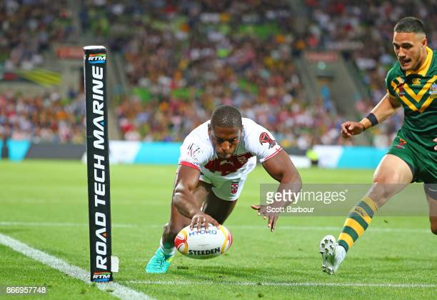 Jermaine McGillvary of England scores the first try during the 2017 Rugby League World Cup match between the Australian Kangaroos and England at AAMI...