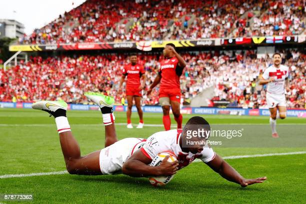 Jermaine McGillvary scores a try during the 2017 Rugby League World Cup Semi Final match between Tonga and England at Mt Smart Stadium on November 25...