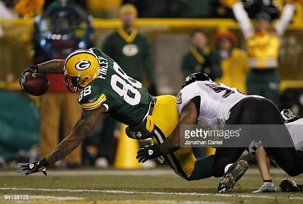 Jermichael Finley of the Green Bay Packers scores a 19-yard touchdown reception in the fourth quarter against Ray Lewis of the Baltimore Ravens at...