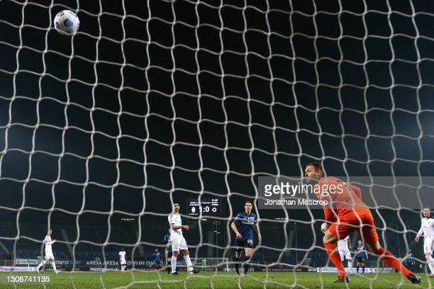 Jeroen Zoet of Spezia Calcio looks on as Luis Muriel of Atalanta's shot enters the net to give the side a 2-0 lead during the Serie A match between...
