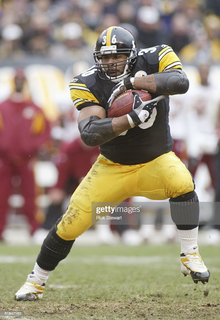 Jerome Bettis #36 of the Pittsburgh Steelers carries the ball against the Washington Redskins during the game on November 28, 2004 at Heinz Field in Pittsburgh, Pennsylvania. The Steelers defeated the Redskins 16-7.