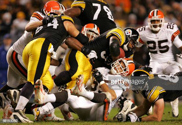 Jerome Bettis of the Pittsburgh Steelers carries the ball during the first half of the game against the Cleveland Browns on November 13, 2005 at...