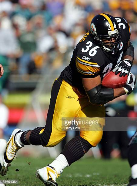 Jerome Bettis of the Pittsburgh Steelers takes a handoff in the first quarter during a 273 win over the Philadelphia Eagles at Heinz Field on...