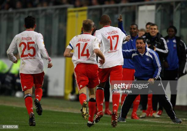 Jerome Boateng of Hamburg celebrates with his team mates after scoring his team's first goal during the UEFA Europa League round of 16 second leg...