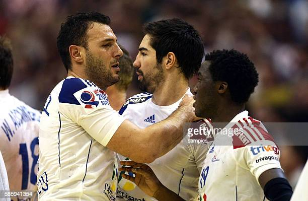 Jerome FERNANDEZ umarmt Nikola KARABATIC Handball Männer Europameisterschaft 2012 in Serbien Hauptrunde : Frankreich - Slowenien 10 th mens european...