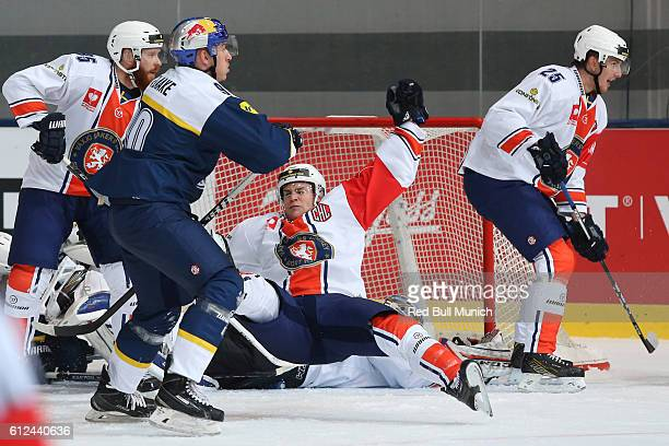 Jerome Flaake of Munich and Geoff Platt of Vaxjo during the Champions Hockey League Round of 32 match between Red Bull Munich and Vaxjo Lakers at...