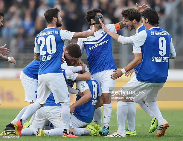 Jerome Gondorf of Darmstadt celebrates with his team-mates after scoring his team's third goal during the Second Bundesliga match between SV...