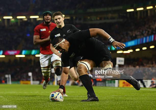 Jerome Kaino of the New Zealand All Blacks scores his side's fifth try during the 2015 Rugby World Cup Quarter Final match between New Zealand and...