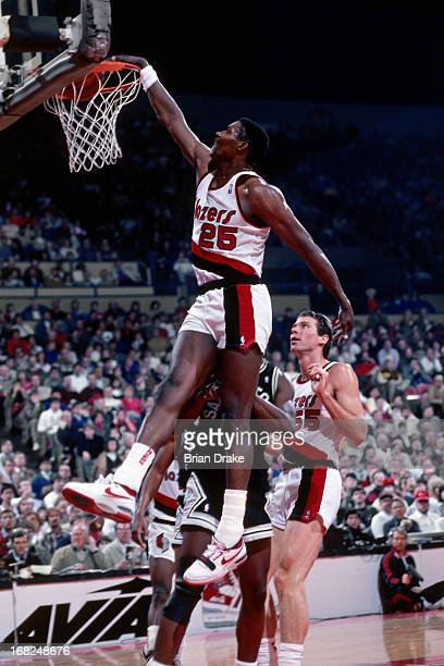 Jerome Kersey of the Portland Trail Blazers dunks against the San Antonio Spurs during a game played circa 1987 at the Veterans Memorial Coliseum in...