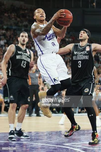 Jerome Randle of the Kings shoots the ball between Chris Goulding of United and Josh Boone during the round nine NBL match between Melbourne United...