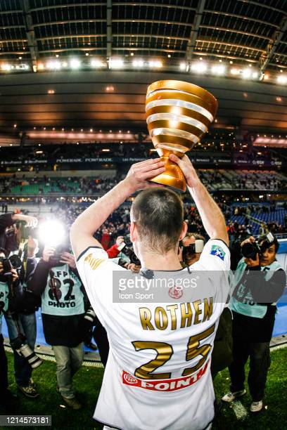 Jerome ROTHEN of PSG celebrate the victory with the trophy during the League Cup Final match between RC Lens and Paris Saint Germain at Stade de...