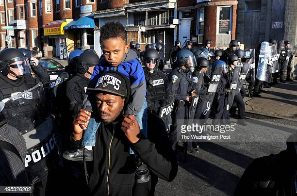 Jerome Scott wanted to teach his 3yearold son Romello Scott an interesting lesson He brought little Romello to an area of heavy police presence...